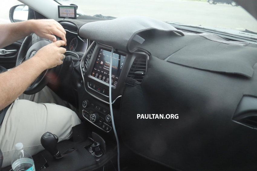 SPIED: 2019 Jeep Cherokee sheds some camouflage Image #737857