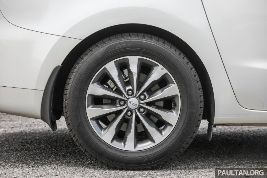 FIRST DRIVE: Kia Grand Carnival 2.2D video review Image #732789