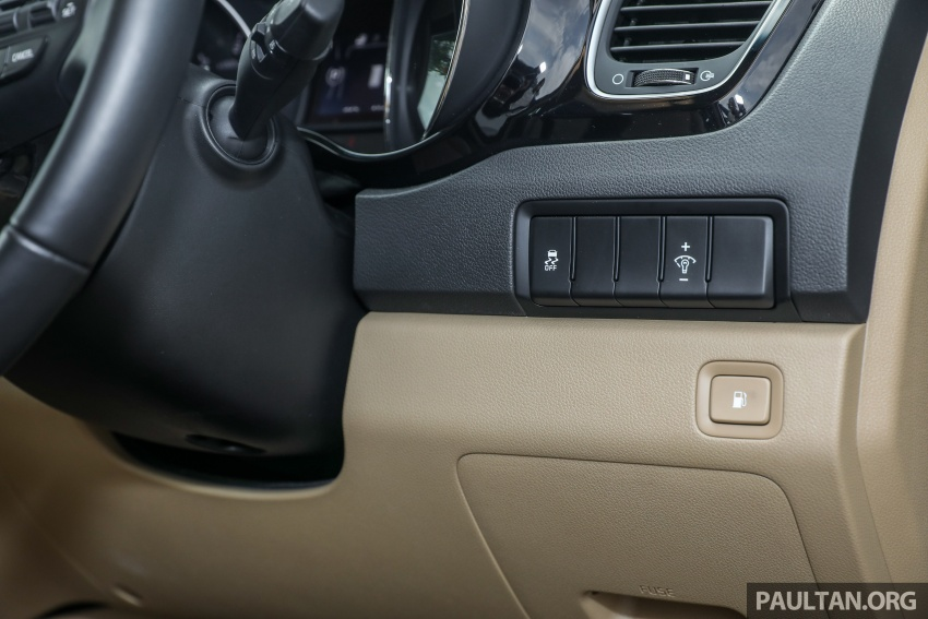 FIRST DRIVE: Kia Grand Carnival 2.2D video review Image #732822