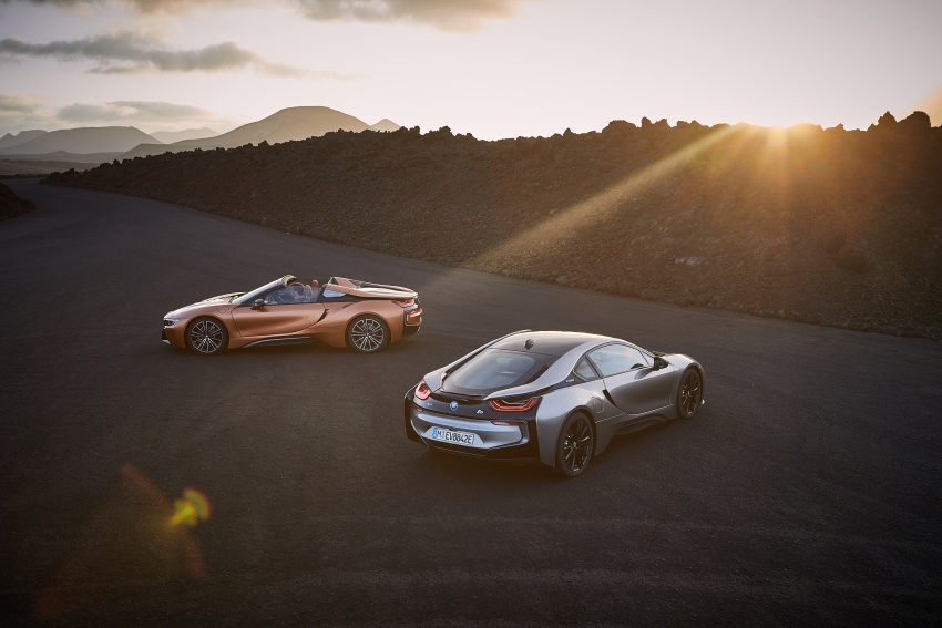 BMW i8 Roadster unveiled – only 60 kg heavier; i8 Coupe also gets new battery, 50% better EV range Image #745746