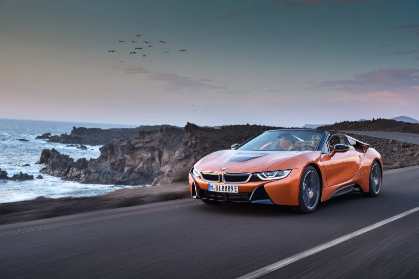 BMW i8 Roadster unveiled – only 60 kg heavier; i8 Coupe also gets new battery, 50% better EV range Image #745748