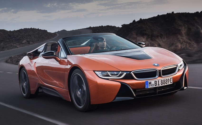 BMW i8 Roadster unveiled – only 60 kg heavier; i8 Coupe also gets new battery, 50% better EV range Image #745753