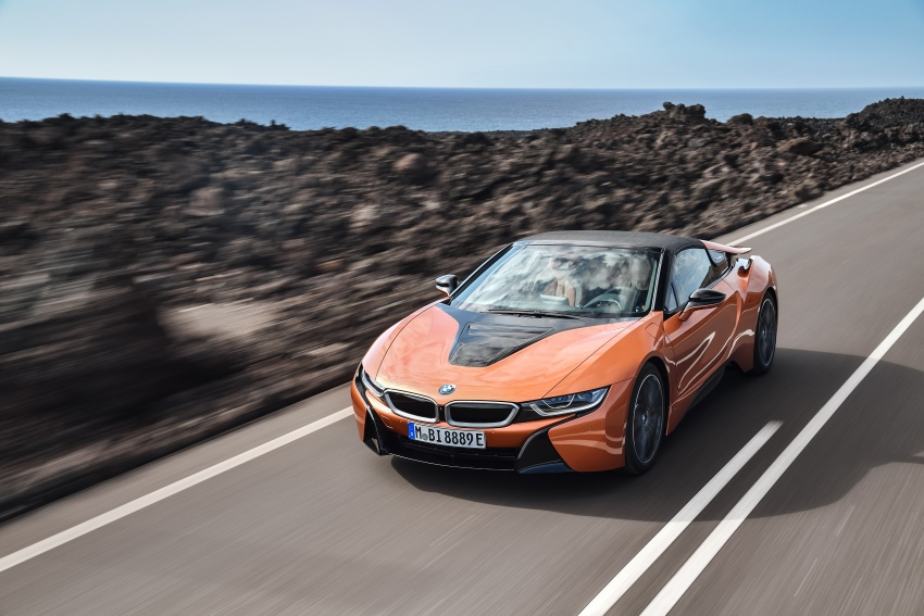BMW i8 Roadster unveiled – only 60 kg heavier; i8 Coupe also gets new battery, 50% better EV range Image #745755