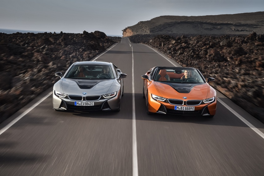 BMW i8 Roadster unveiled – only 60 kg heavier; i8 Coupe also gets new battery, 50% better EV range Image #745762