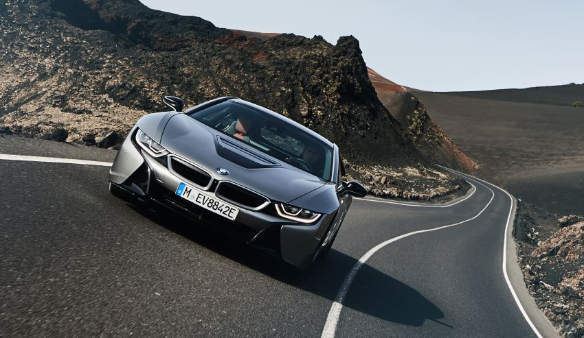 BMW i8 Roadster unveiled – only 60 kg heavier; i8 Coupe also gets new battery, 50% better EV range Image #745769