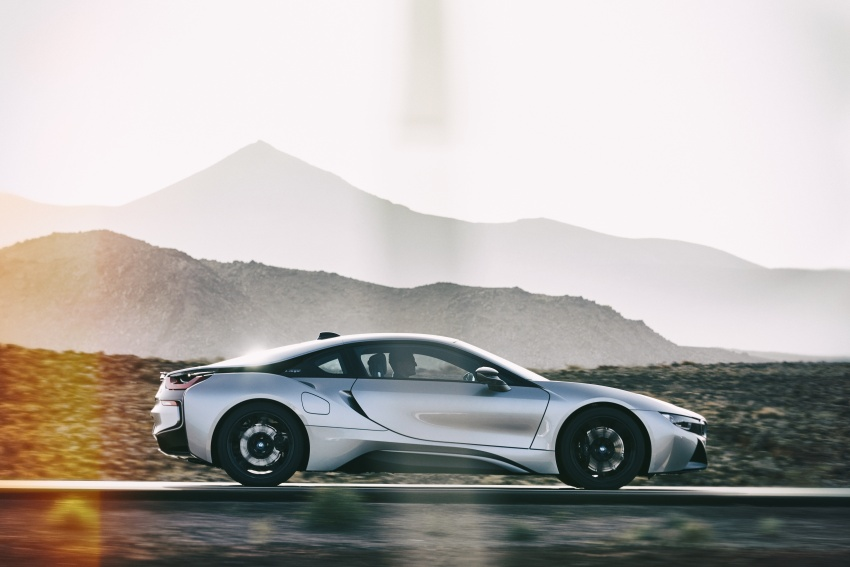 BMW i8 Roadster unveiled – only 60 kg heavier; i8 Coupe also gets new battery, 50% better EV range Image #745791