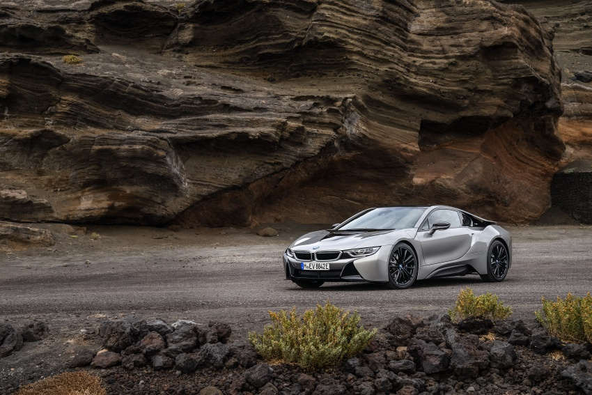 BMW i8 Roadster unveiled – only 60 kg heavier; i8 Coupe also gets new battery, 50% better EV range Image #745796