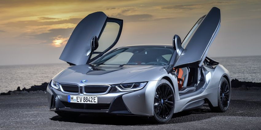 BMW i8 Roadster unveiled – only 60 kg heavier; i8 Coupe also gets new battery, 50% better EV range Image #745800