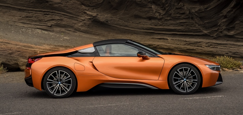 BMW i8 Roadster unveiled – only 60 kg heavier; i8 Coupe also gets new battery, 50% better EV range Image #745809