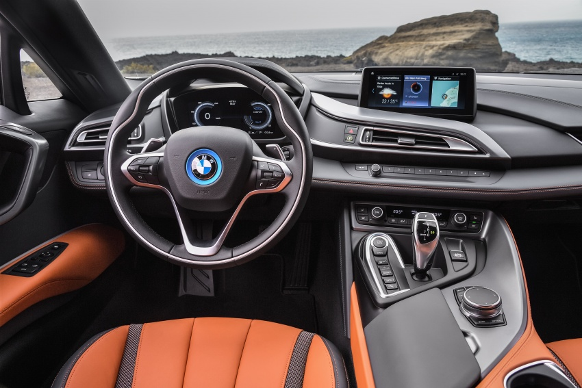 BMW i8 Roadster unveiled – only 60 kg heavier; i8 Coupe also gets new battery, 50% better EV range Image #745812