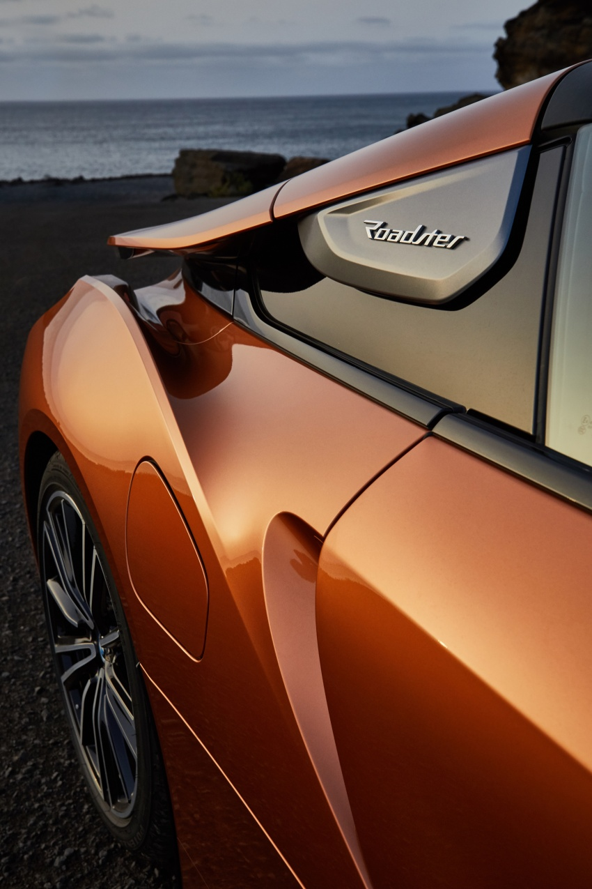 BMW i8 Roadster unveiled – only 60 kg heavier; i8 Coupe also gets new battery, 50% better EV range Image #745821