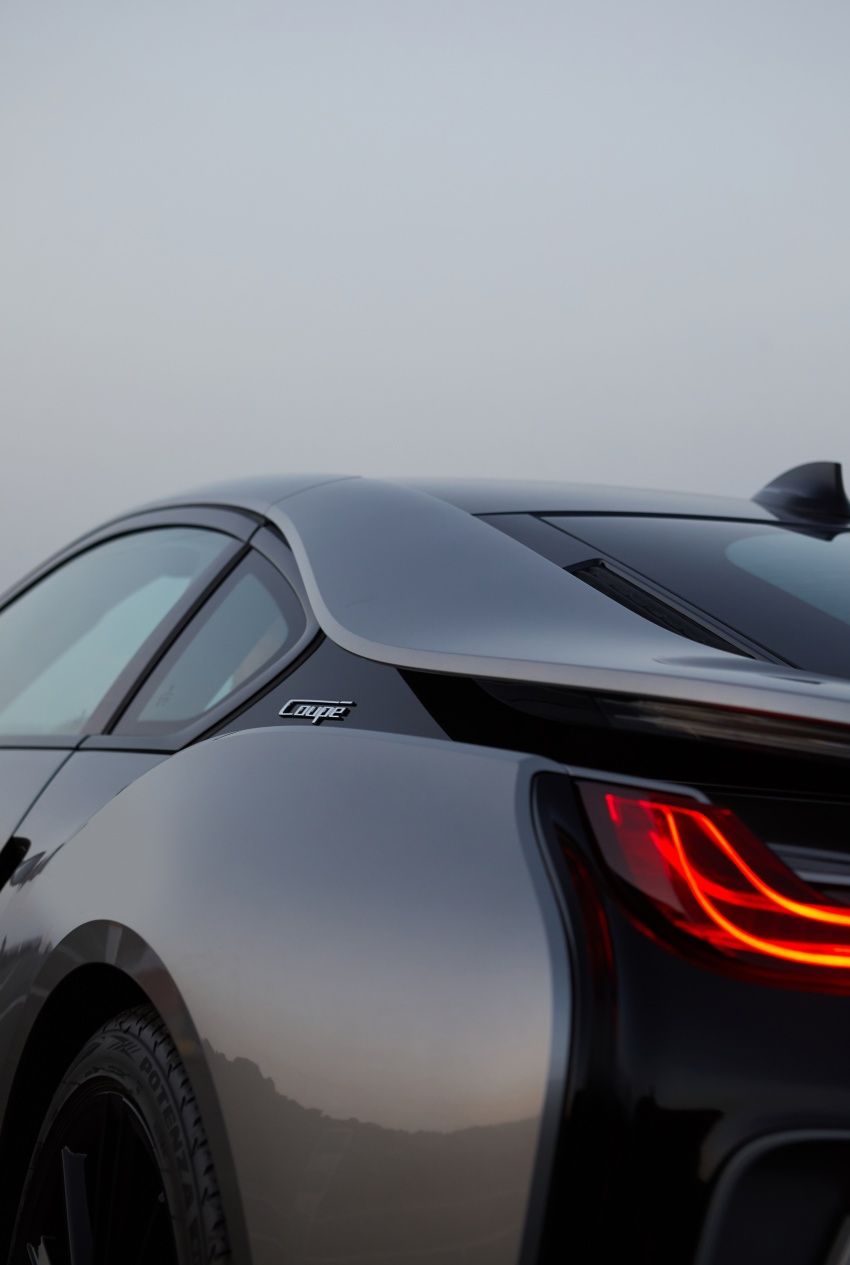 BMW i8 Roadster unveiled – only 60 kg heavier; i8 Coupe also gets new battery, 50% better EV range Image #745824