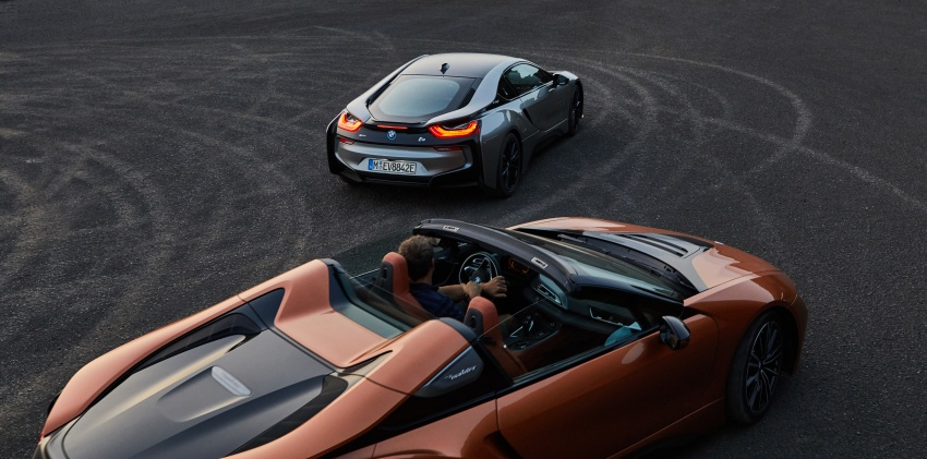 BMW i8 Roadster unveiled – only 60 kg heavier; i8 Coupe also gets new battery, 50% better EV range Image #745841