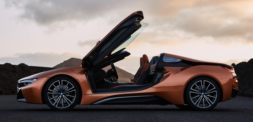 BMW i8 Roadster unveiled – only 60 kg heavier; i8 Coupe also gets new battery, 50% better EV range Image #745844