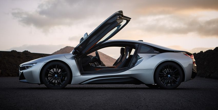 BMW i8 Roadster unveiled – only 60 kg heavier; i8 Coupe also gets new battery, 50% better EV range Image #745847