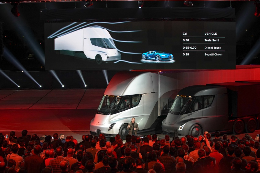 Tesla Semi – futuristic truck with Enhanced Autopilot; 0-97 km/h sprint in 20 seconds with 36-tonne load Image #740170
