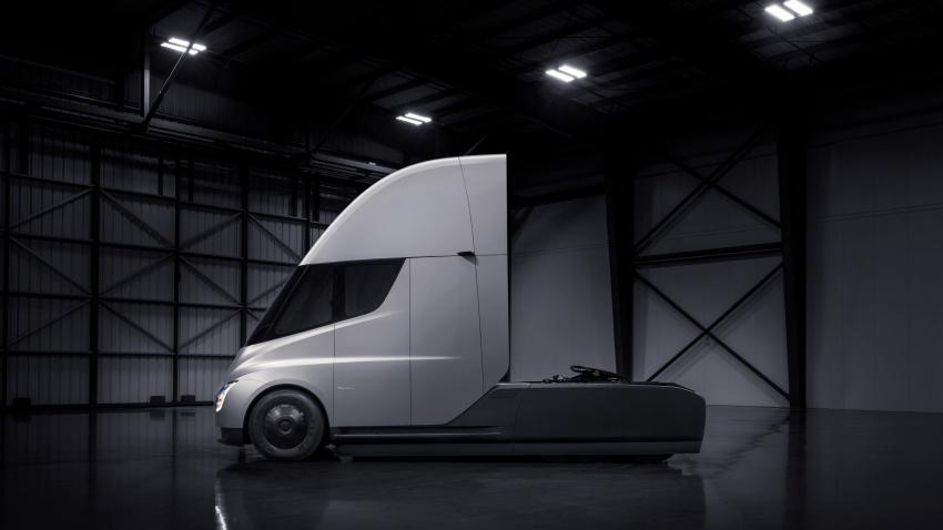 Tesla Semi – futuristic truck with Enhanced Autopilot; 0-97 km/h sprint in 20 seconds with 36-tonne load Image #740160