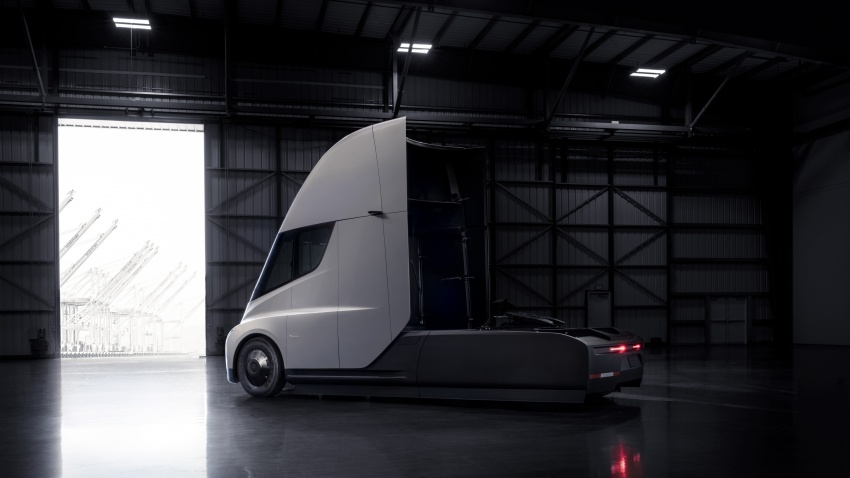 Tesla Semi – futuristic truck with Enhanced Autopilot; 0-97 km/h sprint in 20 seconds with 36-tonne load Image #740161