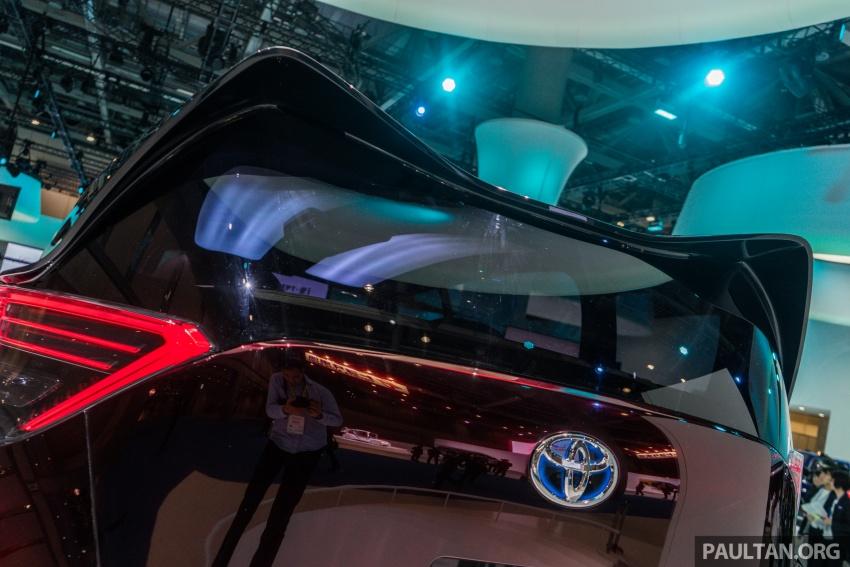 Tokyo 2017: Toyota Fine-Comfort Ride showcases new hydrogen technology – six seats, 1,000 km range Image #732085