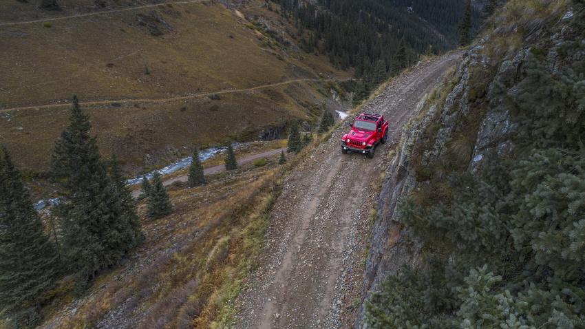 2018 Jeep Wrangler gains new hybrid turbo engine Image #748329