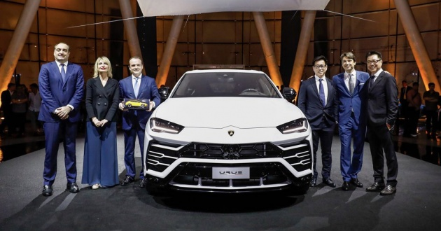 lamborghini urus makes launch debut in singapore