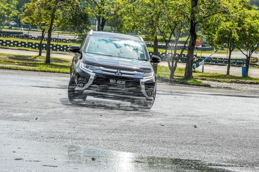 PANDU UJI: Mitsubishi Outlander 2.0L 4WD CKD – harga, kelengkapan jadi kelebihan; itu sudah cukup? Image #748040