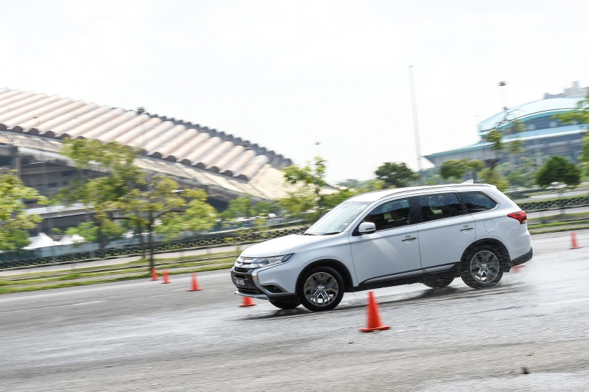 PANDU UJI: Mitsubishi Outlander 2.0L 4WD CKD – harga, kelengkapan jadi kelebihan; itu sudah cukup? Image #748043