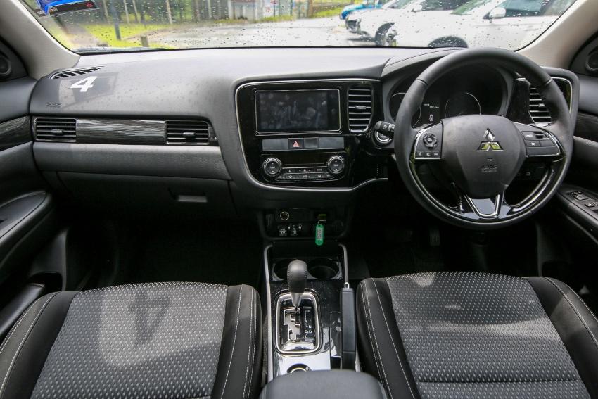 PANDU UJI: Mitsubishi Outlander 2.0L 4WD CKD – harga, kelengkapan jadi kelebihan; itu sudah cukup? Image #748118