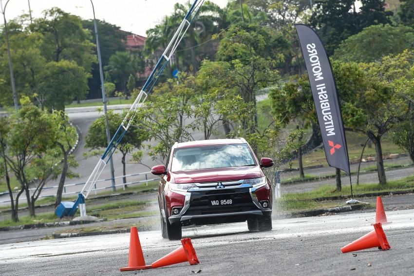 PANDU UJI: Mitsubishi Outlander 2.0L 4WD CKD – harga, kelengkapan jadi kelebihan; itu sudah cukup? Image #748044