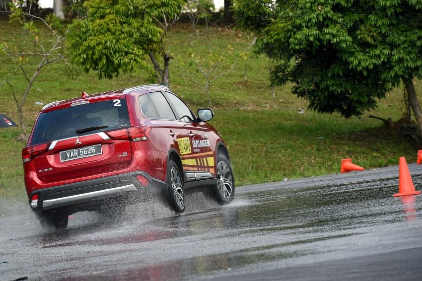 PANDU UJI: Mitsubishi Outlander 2.0L 4WD CKD – harga, kelengkapan jadi kelebihan; itu sudah cukup? Image #748049