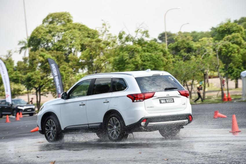 PANDU UJI: Mitsubishi Outlander 2.0L 4WD CKD – harga, kelengkapan jadi kelebihan; itu sudah cukup? Image #748050