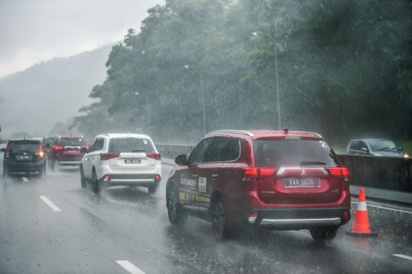 PANDU UJI: Mitsubishi Outlander 2.0L 4WD CKD – harga, kelengkapan jadi kelebihan; itu sudah cukup? Image #748054
