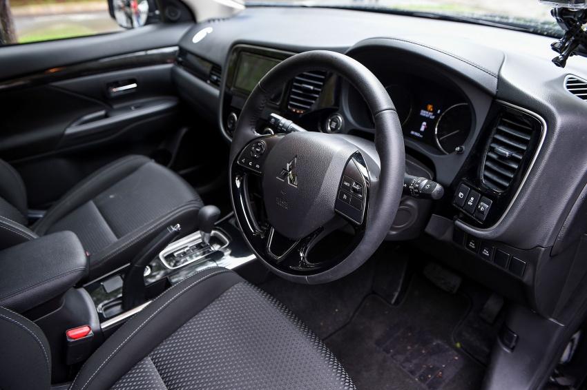 PANDU UJI: Mitsubishi Outlander 2.0L 4WD CKD – harga, kelengkapan jadi kelebihan; itu sudah cukup? Image #748059