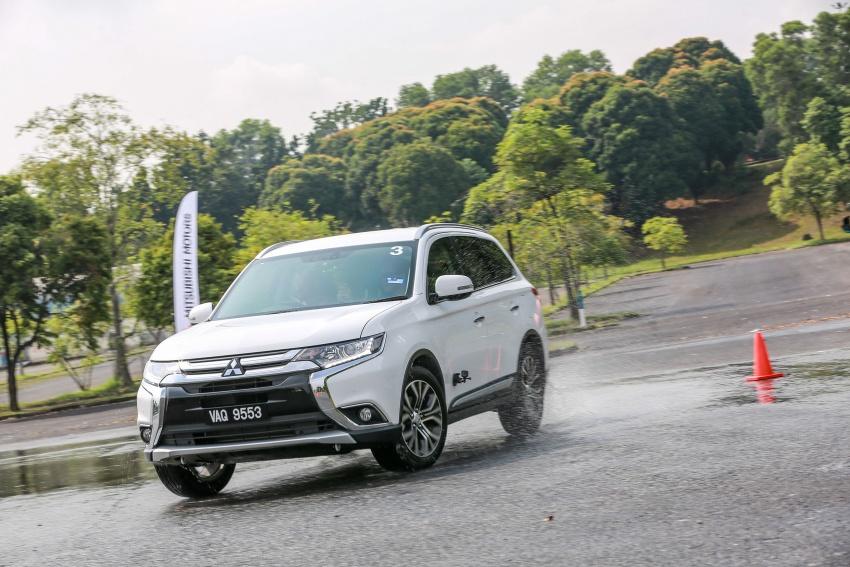 PANDU UJI: Mitsubishi Outlander 2.0L 4WD CKD – harga, kelengkapan jadi kelebihan; itu sudah cukup? Image #748064