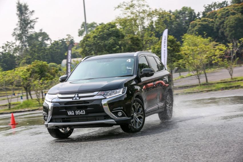 PANDU UJI: Mitsubishi Outlander 2.0L 4WD CKD – harga, kelengkapan jadi kelebihan; itu sudah cukup? Image #748067