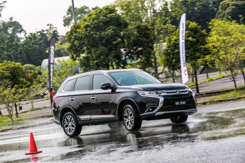 PANDU UJI: Mitsubishi Outlander 2.0L 4WD CKD – harga, kelengkapan jadi kelebihan; itu sudah cukup? Image #748068