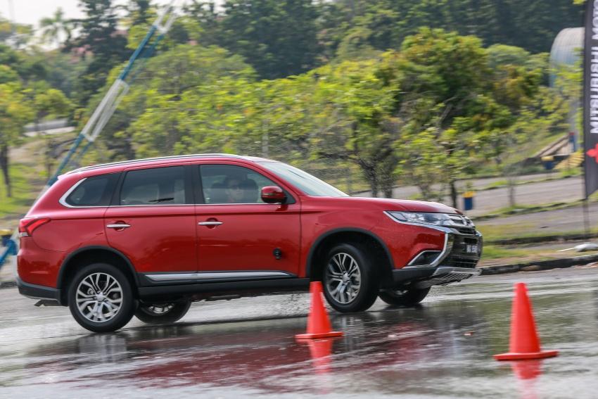 PANDU UJI: Mitsubishi Outlander 2.0L 4WD CKD – harga, kelengkapan jadi kelebihan; itu sudah cukup? Image #748069