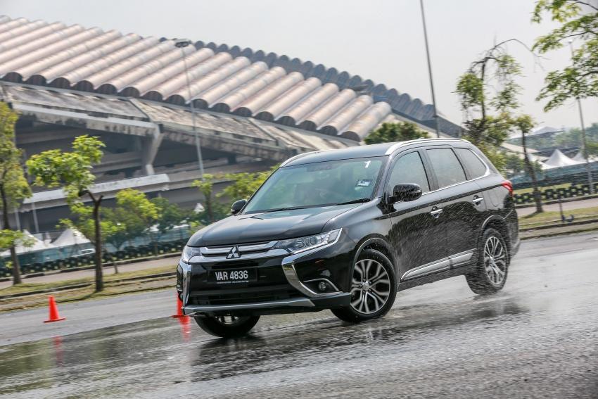 PANDU UJI: Mitsubishi Outlander 2.0L 4WD CKD – harga, kelengkapan jadi kelebihan; itu sudah cukup? Image #748071