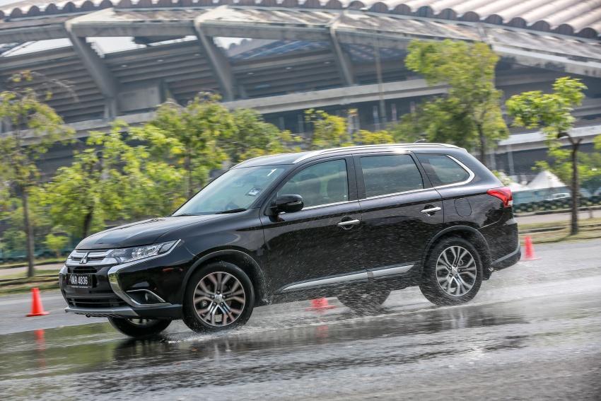 PANDU UJI: Mitsubishi Outlander 2.0L 4WD CKD – harga, kelengkapan jadi kelebihan; itu sudah cukup? Image #748072