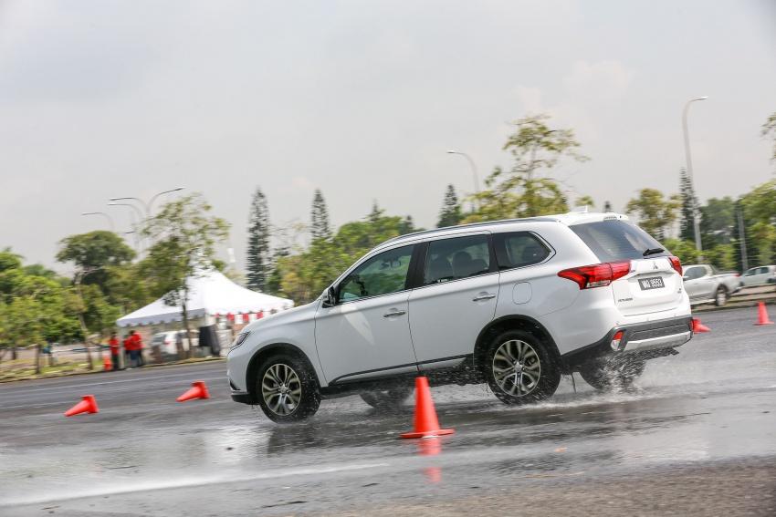PANDU UJI: Mitsubishi Outlander 2.0L 4WD CKD – harga, kelengkapan jadi kelebihan; itu sudah cukup? Image #748074
