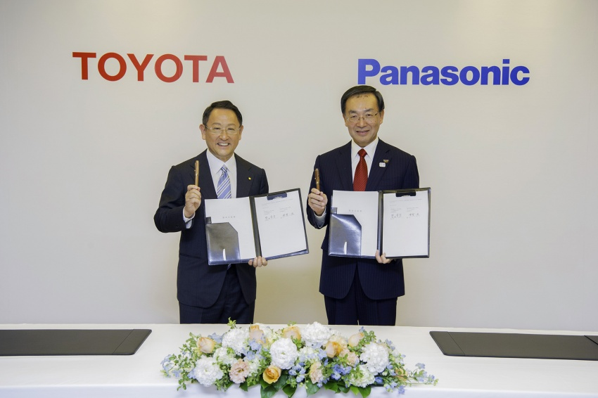 Toyota and Panasonic eyeing joint EV battery business Image #750110