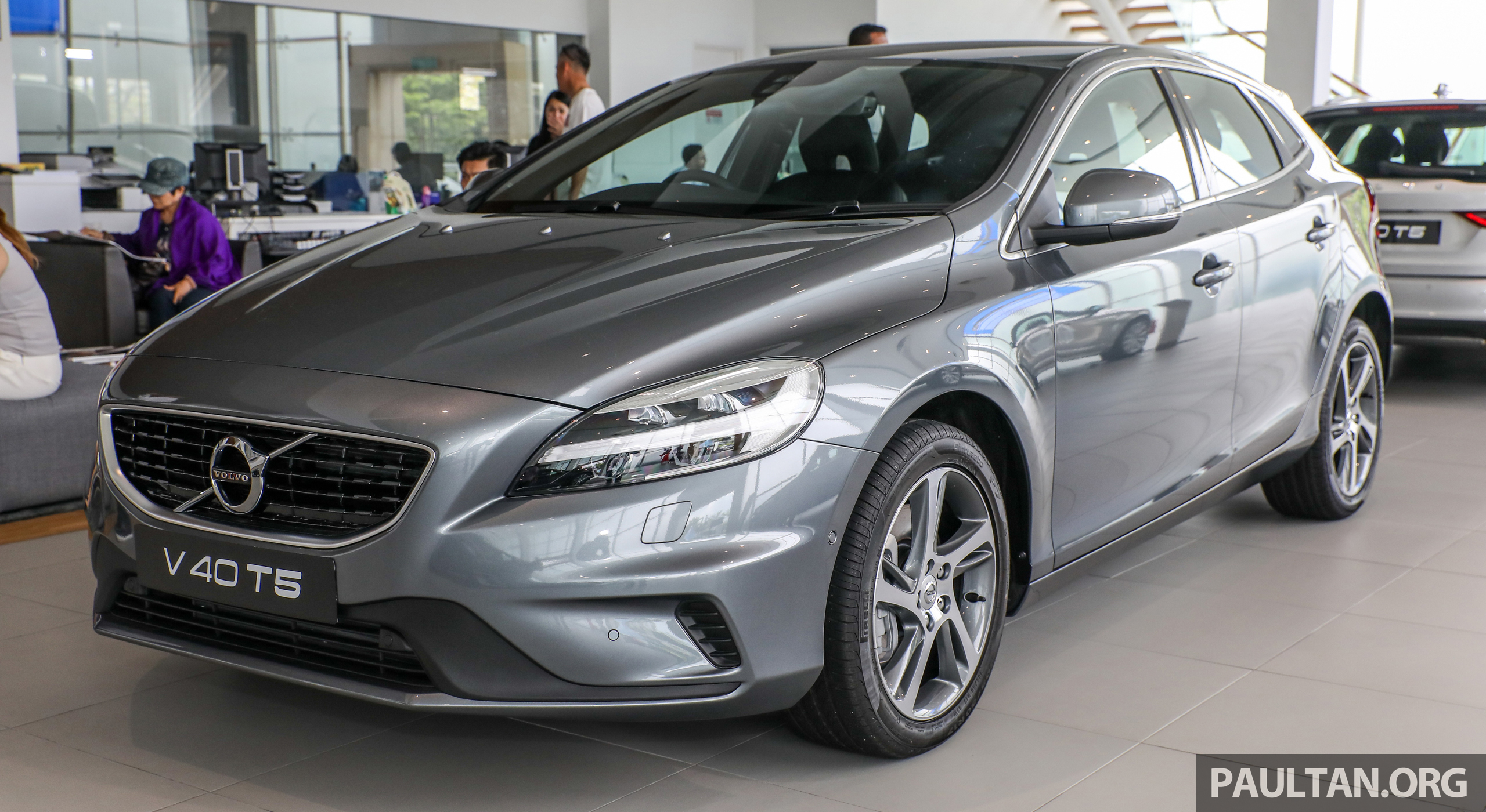 Volvo V40 T5 now with R-Design exterior – RM180,888 Paul