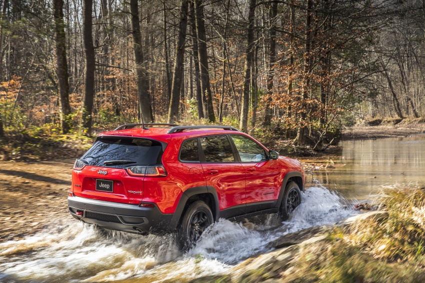 2019 Jeep Cherokee fully revealed – new 2.0L turbo Image #766413