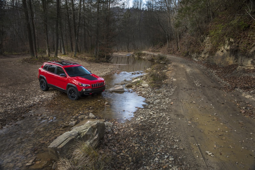 2019 Jeep Cherokee fully revealed – new 2.0L turbo Image #766423
