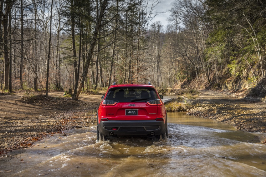 2019 Jeep Cherokee fully revealed – new 2.0L turbo Image #766426