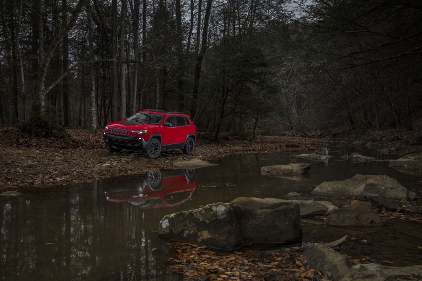 2019 Jeep Cherokee fully revealed – new 2.0L turbo Image #766432