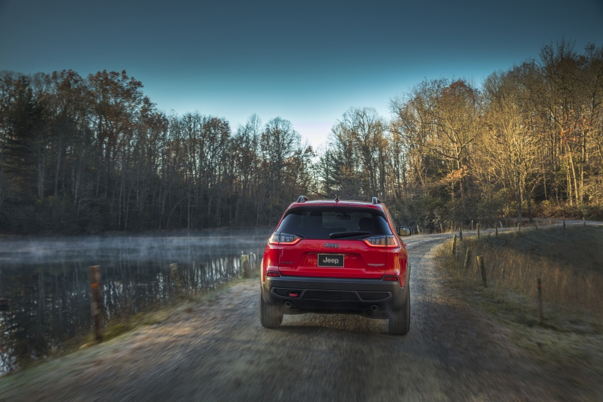 2019 Jeep Cherokee fully revealed – new 2.0L turbo Image #766440