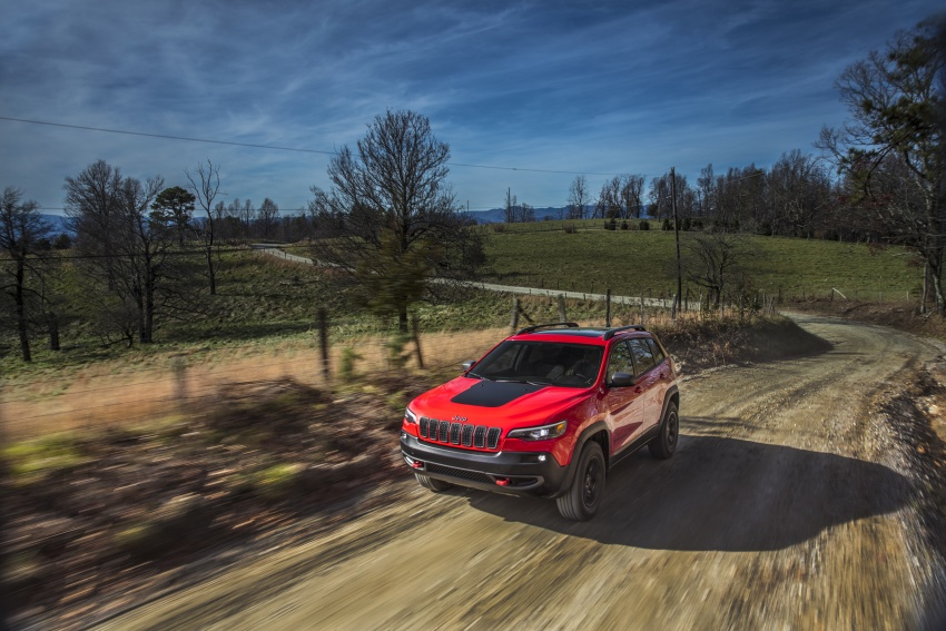2019 Jeep Cherokee fully revealed – new 2.0L turbo Image #766455