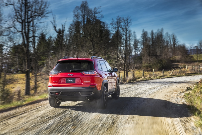 2019 Jeep Cherokee fully revealed – new 2.0L turbo Image #766459