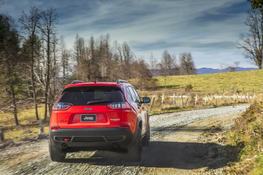 2019 Jeep Cherokee fully revealed – new 2.0L turbo Image #766460